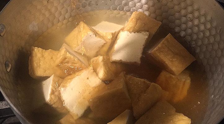 工程2 豚肉と厚揚げの生姜煮
